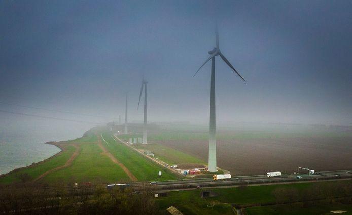 Windpark Westerse Polder in Numansdorp, in aanbouw.