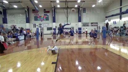 Jonge volleybalster 'vliegt' naar ongelofelijk punt (en dat levert haar zelfs lof van olympisch kampioene op)