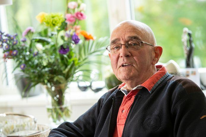 Raadslid Ton Bannink (86) gaat vanavond voor het eerst videobellen.
