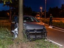 Dronken bestuurder rijdt tegen boom in Tilburg
