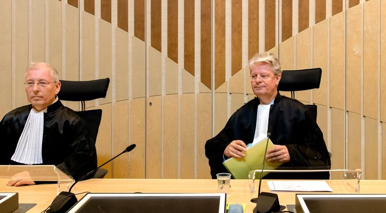 Vlnr R.P.P. Hoekstra, mr. R. Veldhuisen (voorzitter) en mr. drs. R.M. Steinhaus bij het Justitieel Complex Schiphol. Beeld anp