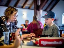 Rummikuppen brengt mensen samen, bewijst Alieda in Maasbommel