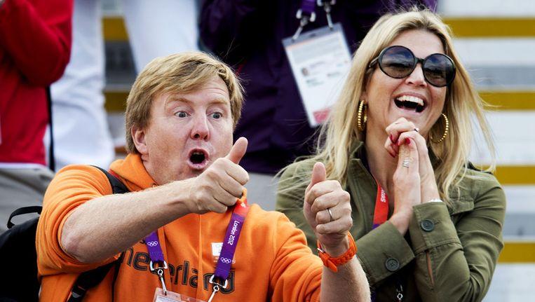 De Nederlandse springruiters worden tijdens de finale van de landenwedstrijd op de Olympische Spelen in Londen in 2012 aangemoedigd door Willem-Alexander en Máxima. Beeld anp