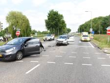 Kop-staartbotsing in Utrecht: twee personen naar het ziekenhuis