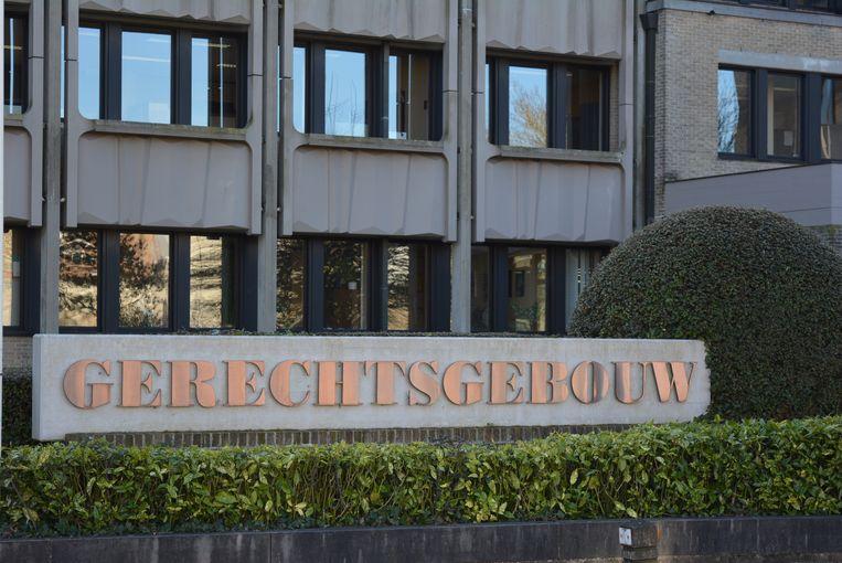 D.B. staat terecht in de politierechtbank van Veurne.