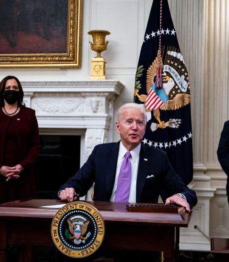 """""""Allez, lâche-moi un peu, mec"""", Biden s'adresse à un journaliste de la Maison Blanche"""