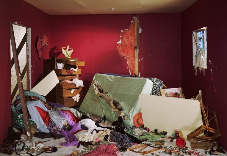 Jeff Wall, The Destroyed Room, Transparency in lightbox, 1978. Beeld Jeff Wall