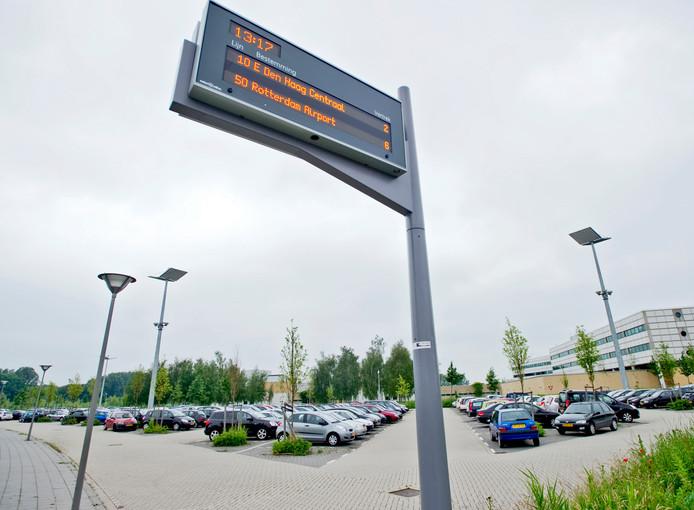 De P+R Meijersplein staat altijd vol en wordt veel gebruikt voor langparkeren door vakantiegangers die vertrekken op Rotterdam The Hague Airport.