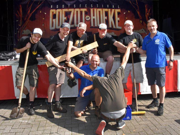 Archieffoto: leden van Goezot in juni 2018 vorig jaar bij de voorbereidingen van het festival Goezot in't Hofke.