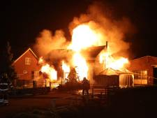 Twee gewonden, van wie een ernstig, bij grote woningbrand Hedel; politie gaat uit van brandstichting
