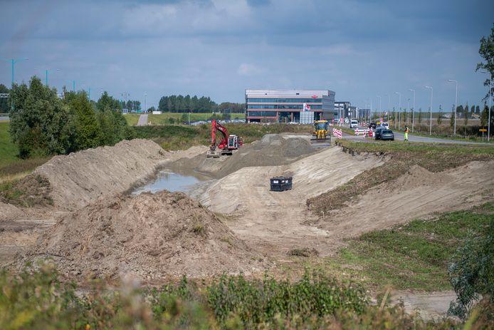 Werkzaamheden voor aanleg fietstunnel onder de Innovatieweg bij het nieuwe Terneuzense bedrijventerrein Maintenance Valuepark.