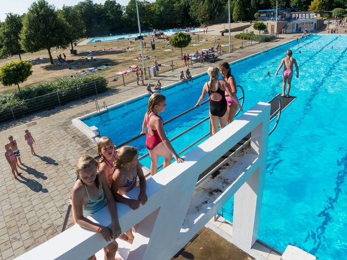 De actie met de zomerabonnementen voor de zwembaden in Rijssen en Holten  gaat gewoon door.