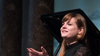"""Sopraan Astrid Stockman quizt met een missie: """"Nee, klassieke muzikanten zijn niet saai of ouderwets"""""""