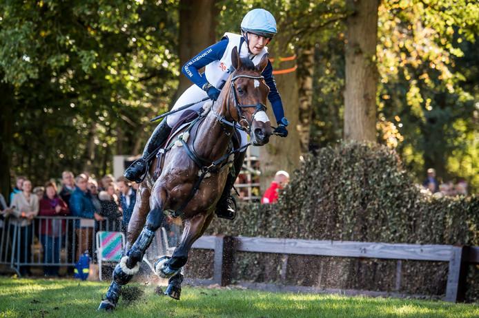 De Britse Isabelle Innes Ker en haar paard in actie. Foto's: Lars Smook