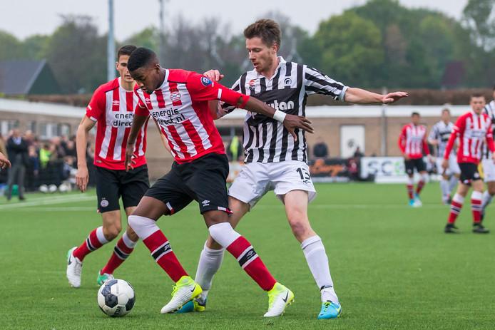 Jong PSV won op De Heikant met 1-5.