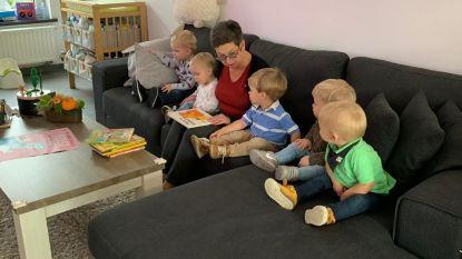 Bazen op de werkvloer: manager Landelijke Kinderopvang leest voor bij onthaalouder in Maldegem