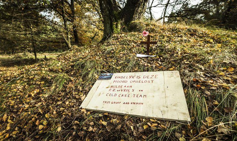 Gedenkteken in natuurgebied de Posbank, waar in 2003 de 44-jarige Alex Wiegmink verdween tijdens een rondje hardlopen. De zaak werd bekend onder de naam Posbankmoord. Beeld ANP