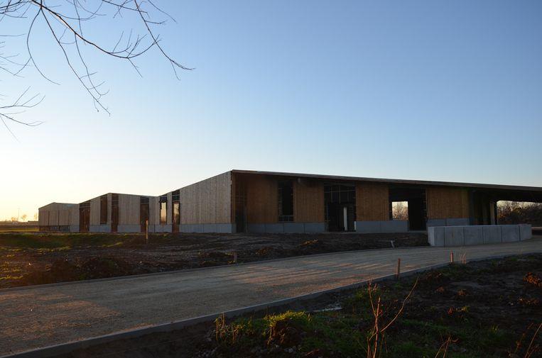De nieuw jeugdlokalen in het Broekpark in Welle worden afgewerkt.