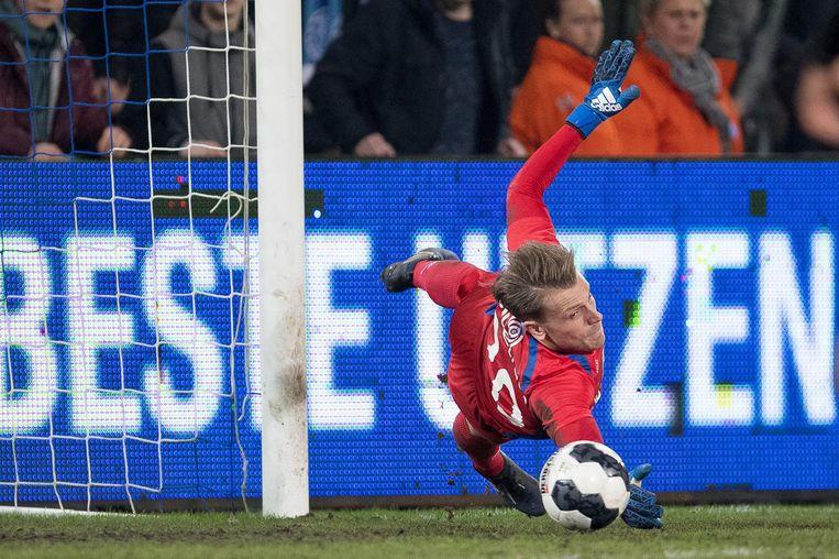 Bij paars-wit moet De Jong Roef en Svilar vervangen. Roef is naar Waasland-Beveren, Svilar trekt normaal gezien naar Benfica.