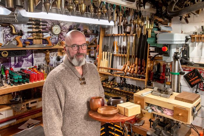 Zevenaar, 19 oktober 2019. Marcel Teunissen heeft als hobby houtbewerking. Doet hij in een 'mancave' . Foto: Gerard Burgers