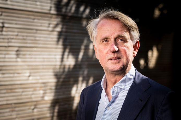 Schipholtopman Dick Benschop verwacht dat de luchthaven pas in 2024 of 2025 op het oude niveau terug zal zijn.