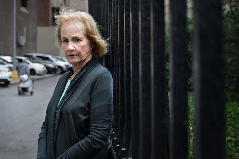 Lyn Ulbricht voor de gevangenis in New York waar Ross 3 jaar gezeten heeft. Beeld Jeroen de Bakker