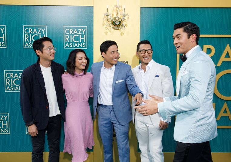 De cast van 'Crazy Rich Asians' (Steven Yuen, Jae Suh Park, Randall Park, Daniel Dae Kim en Henry Golding) op de première in Hollywood op 7 augustus.