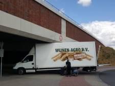 Weer rijdt vrachtwagen zich vast onder Nijmeegse stadsbrug