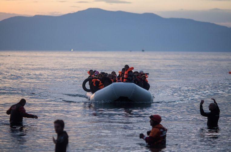 Vluchtelingen komen aan op het Griekse eiland Lesbos. Beeld null