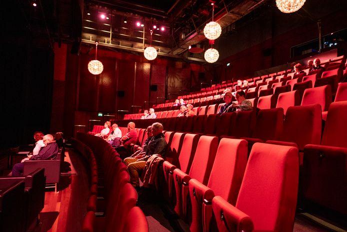 Het maximumaantal bezoekers per theatervoorstelling is teruggebracht naar 30. De rijen in het ZINiN Theater in Nijverdal worden dus nog leger.