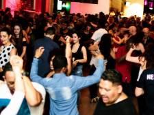 Salsa Madhouse viert feest: tien jaar  dansen in de Kuip