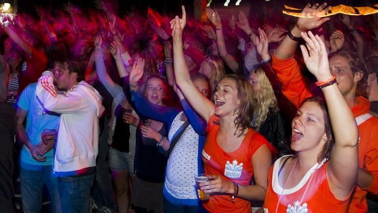 Aankomende studenten feesten tijdens de Cantus in Utrecht Beeld anp