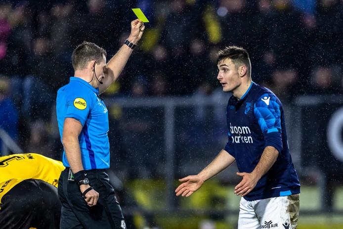 Matus Bero krijgt in de slotminuut ook nog eens zijn tweede gele kaart.