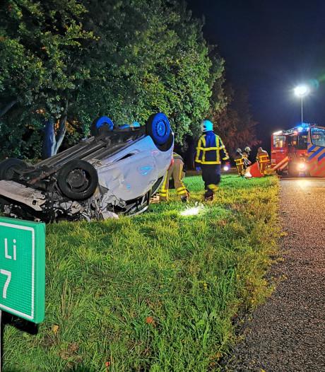 Auto over de kop op A18 bij Didam, passagier zwaargewond