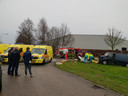 Drie ambulances, een brandweerwagen en een traumahelikopter werden opgeroepen naar Waalwijk.