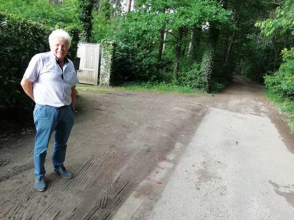 Het stuk wegverharding voor zijn huis moest hij op eigen kosten laten aanleggen.