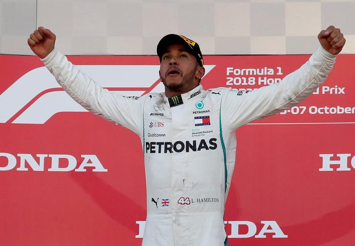 Lewis Hamilton viert zijn laatste zege in Japan.