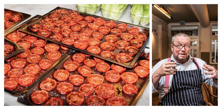 De in de oven gegaarde tomaten voor Hendersons salade.  Beeld Simon Lenskens