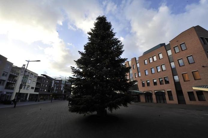 Raadhuisplein met kerstboom jaren geleden.