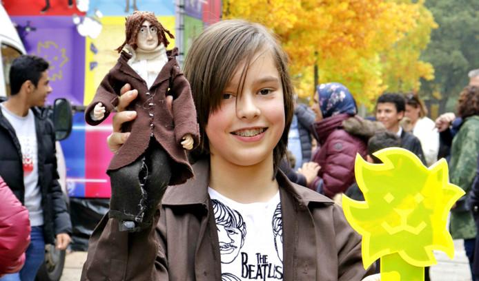 Flip Stroom uit Eindhoven met één van zijn Beatles-poppen: John Lennon.