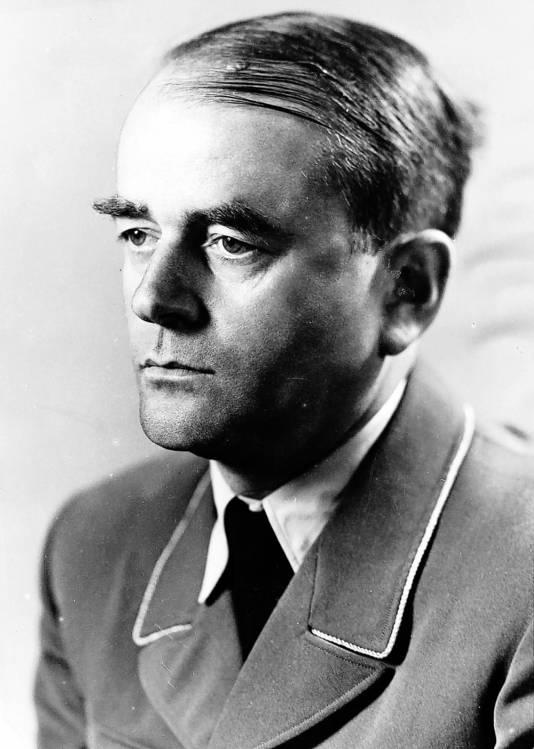 - Albert Speer (IQ: 128): minister van Bewapening. Versleepte dwangarbeiders naar munitiefabrieken. 20 jaar cel; schrijft zijn memoires. Overleden in 1981. - FOTO20-A
