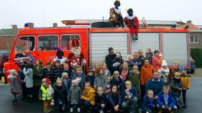 Sinterklaas krijgt warm onthaal van brandweer Aalter op jubileumeditie