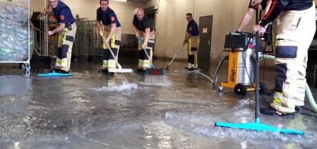 Wateroverlast na noodweer in Oost-Nederland: supermarkten in Heerde en Zwolle dicht