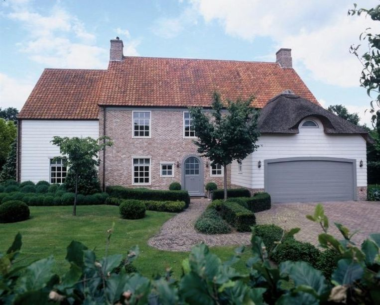 Huisnummer 14, vraagprijs: 1.245.000 euro.