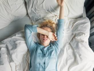 Gaat opstaan moeilijker nu de ochtenden donkerder zijn? Logisch, zegt de slaapexperte, en de oplossingen zijn simpel