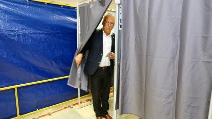 """VIDEO. Patrick Dewael brengt stem uit in Tongeren: """"Laat ons hopen dat de peilingen ernaast zijn"""""""