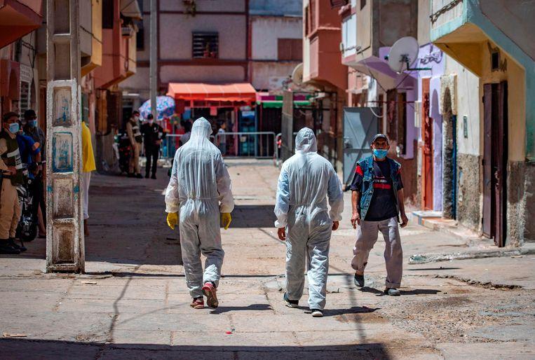 Archieffoto 9 juni: gezondheidsmedewerkers in beveiligde kleding in de westelijke Marokkaanse stad Safi. Tanger ligt in het noorden.