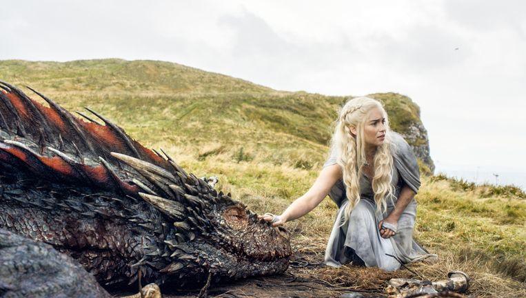 Een scene uit Game of Thrones met Emilia Clarke. Beeld ap