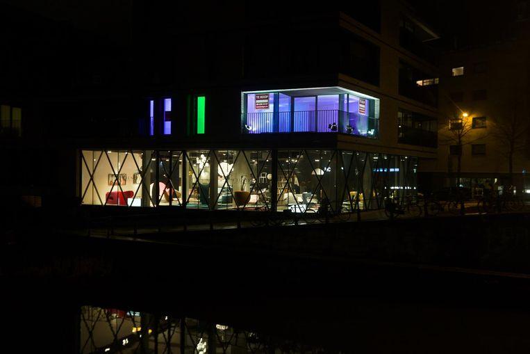 Een appartement dat te koop staat aan Portus Ganda, ook vastgoedmakelaars spelen in op het Lichtfestival.