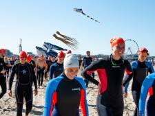 Zwemmers in Scheveningen halen anderhalve ton op voor WWF